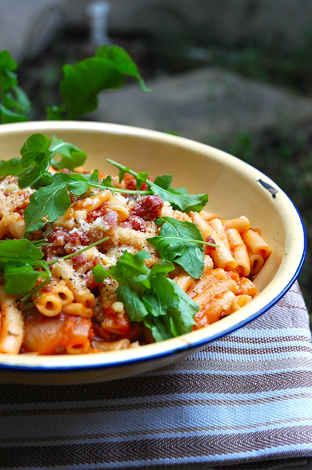 Pasta with Roasted Garlic and Tomato Sauce - My Easy Cooking