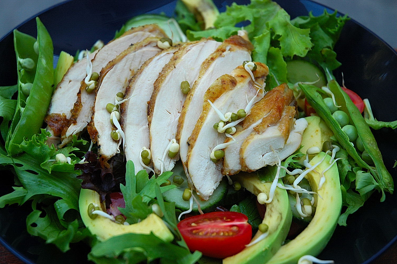 How to prepare salad from smoked chicken breast