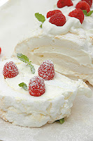Festive+roulade+with+raspberries+and+cream+61.jpg