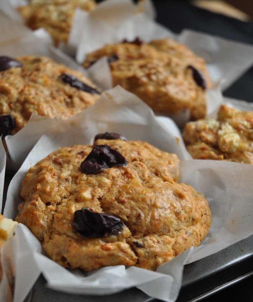 Feta, olive and sun dried tomatoes, a killer combination in muffins ...